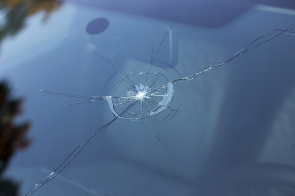 cracked-windscreen- repair-gold-coast-yatala